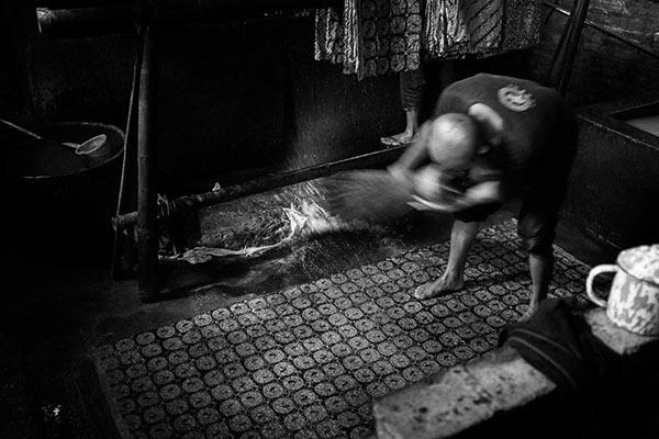 Batik handprinting, indonesian artisans